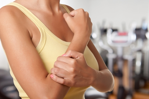 Try these tips for reducing your pain caused by arthritis.